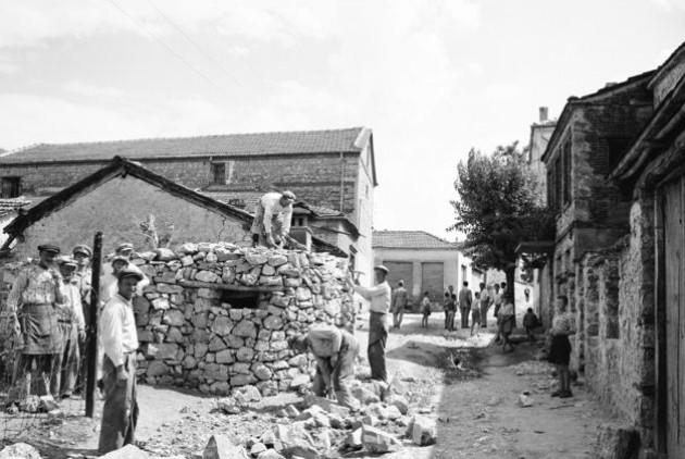 Αμύνταιο, καλοκαίρι του 1947. Κατασκευή πολυβολείων της χωροφυλακής για την αντιμετώπιση του εσωτερικού εχθρού  