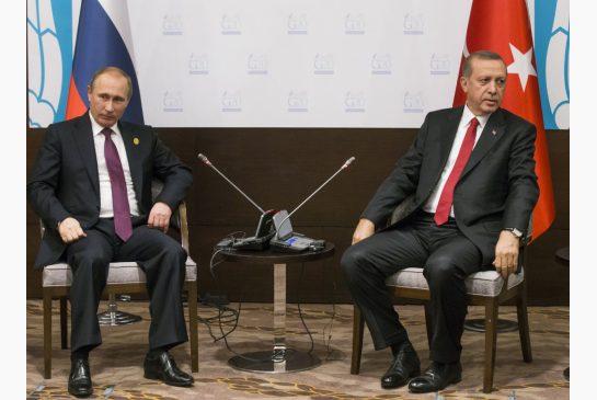 Russian President Vladimir Putin, left, and Turkish President Recep Tayyip Erdogan.(ALEXANDER ZEMLIANICHENKO / AP)