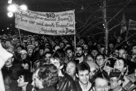 Transparent: Angliederung der DDR an die BRD als freies Bundesland