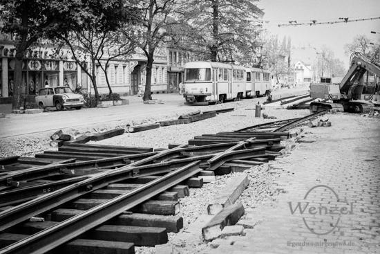 Erneuerung der Straßenbahnlinie zwischen Südring und Ambrosiusplatz(Mai 1989).