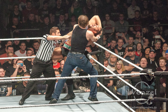 WWE Superstars begeistern Fans in der Magdeburger GETEC Arena