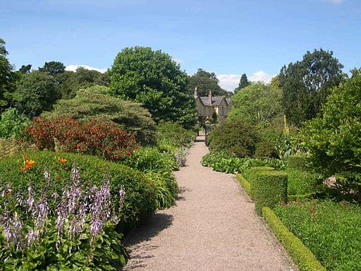 http://commons.wikimedia.org/wiki/File:Rowallane_Garden.JPG