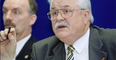 Lord Maginnis criticised for naming civil servant at centre of alleged compensation row - The ...