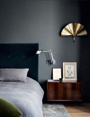 La camera da letto testata in velluto