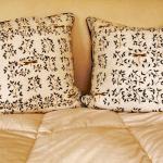 Cuscini con tessuto dipinto a mano Chiara Grifantini