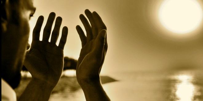 prayingsupplicating-to-allah-