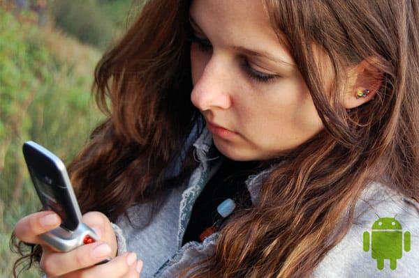 tween-girl-texting