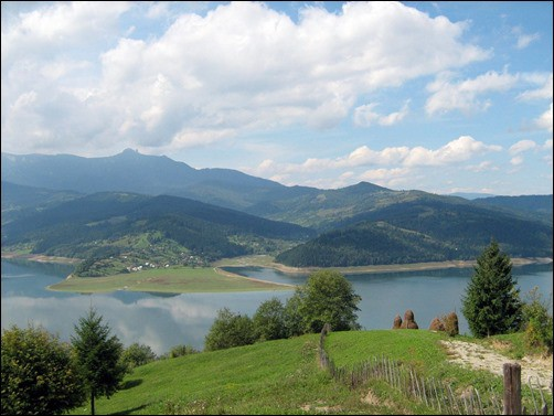 Romania-Spring-Mountain-Lake-spring-wallpaper