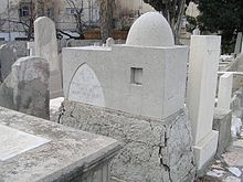 Monifiori's tombstone in shape of Rachel Tomb