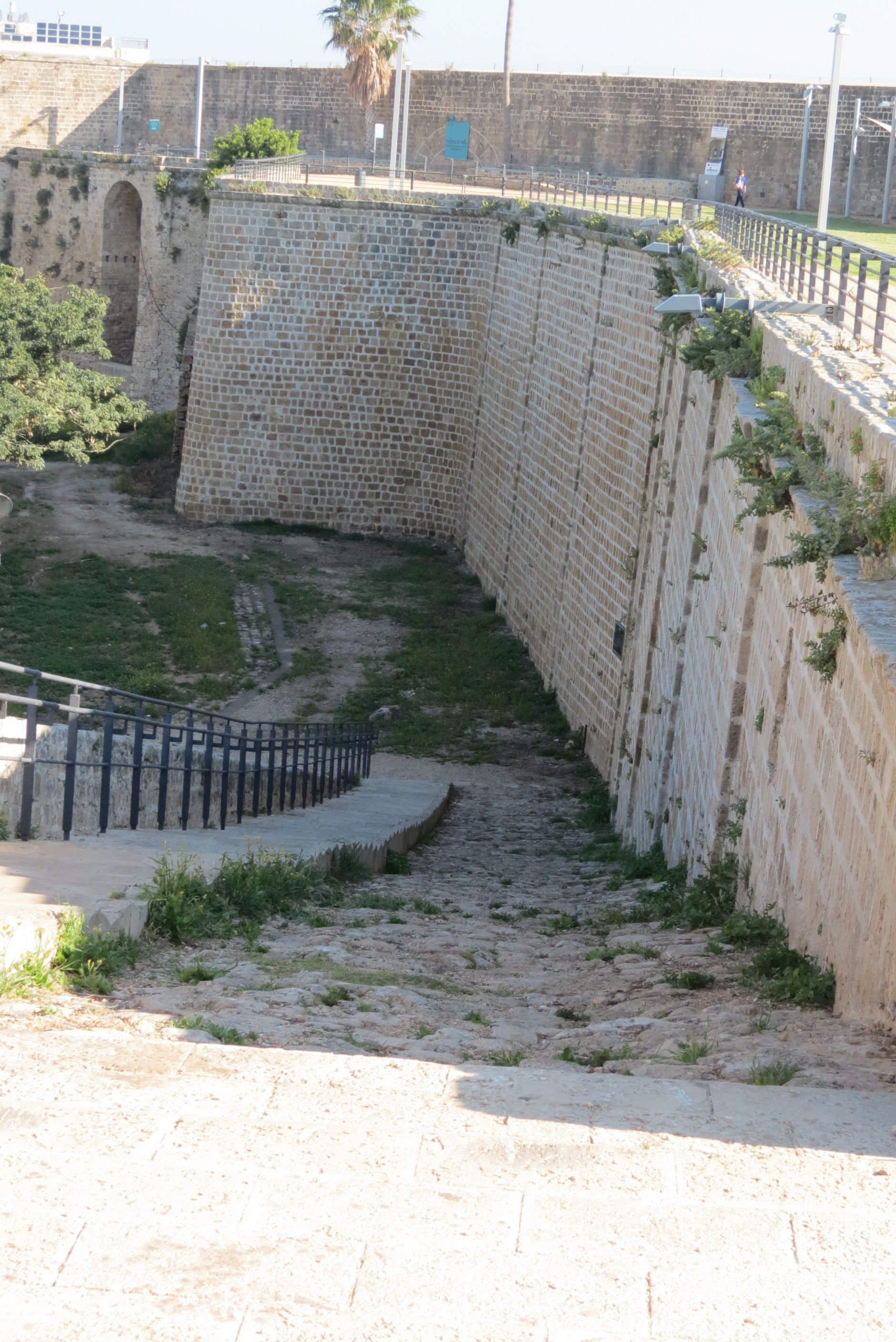 Walls of Acco