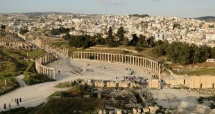 The Oval forum and the Cardo maximus of Jerash seen from the South theater, Jordan Photo: Fabio Knoll