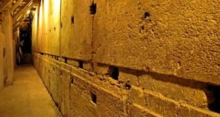The largest stone in the Wall. Photo: תמר הירדני (באדיבות הקרן למורשת הכותל)