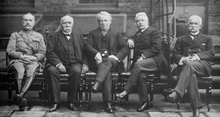 From left to right: Marshal Ferdinand Foch, Clemenceau, Lloyd George and the Italians Vittorio Emanuele Orlando and Sidney Sonnino - Public Domain