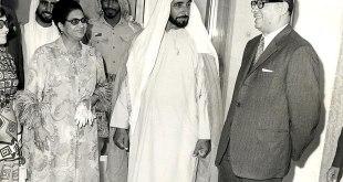 אום כולתום (משמאל) לצד השייח זאיד בן סולטאן אאל נהיאן באבו דאבי, 1971