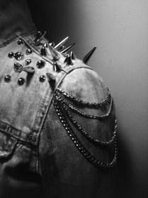 Giacca di jeans con borchie