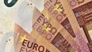 Soldi - 1511795290812.jpg--banche__in_un_anno_il_costo_dei_conti_correnti_e_cresciuto_del_20_ - www-liberoquotidiano-it - 350X200