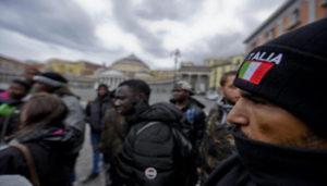 Alcuni degli immigrati ospiti dei Centri di Accoglienza Straordinaria di Napoli in piazza del Plebiscito dove volontari del centro sociale 'Je so' pazzo-ex Opg' hanno presentato un dossier alla Prefettura, 29 novembre 2017. ANSA / CIRO FUSCO