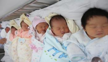 Cina, crollato il numero dei nuovi nati nel 2017