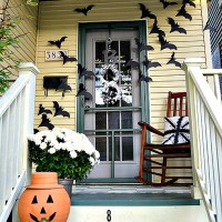 if it ain't broke ... bats on the door decor