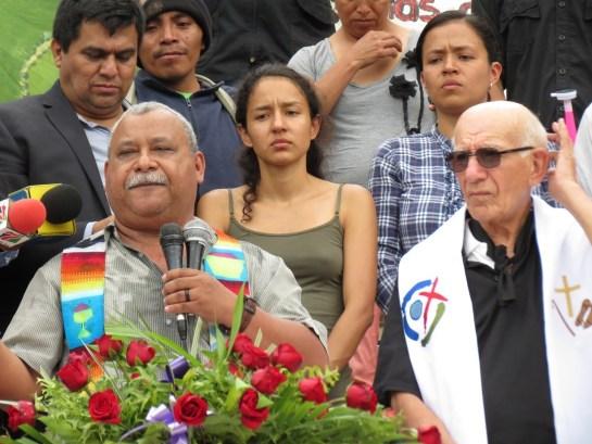 Melo, padre Fausto e le figlie di Berta al funerale (Foto G. Trucchi   Rel-UITA)