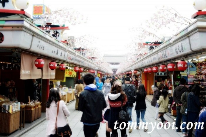 15 must visit tokyo attractions & travel guide - 2. Nakamise
