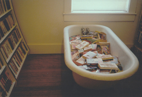 bath-bath-tub-book-case-book-shelf-book-shelves-Favim.com-219271