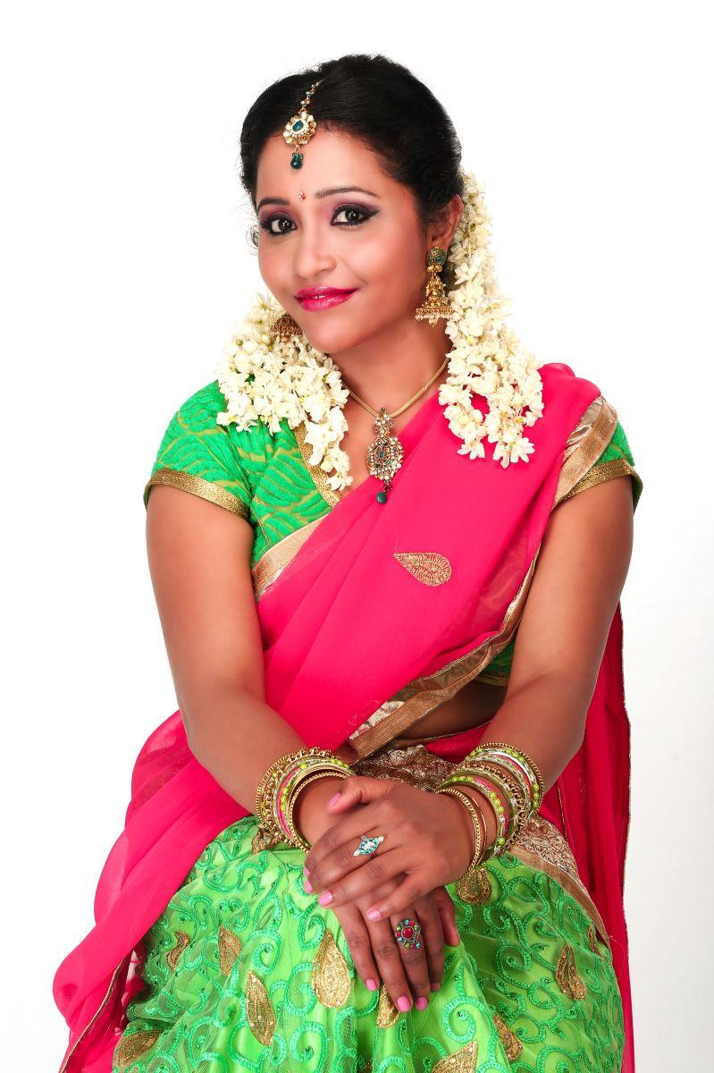 Actress Anusha Nair Pics (15)