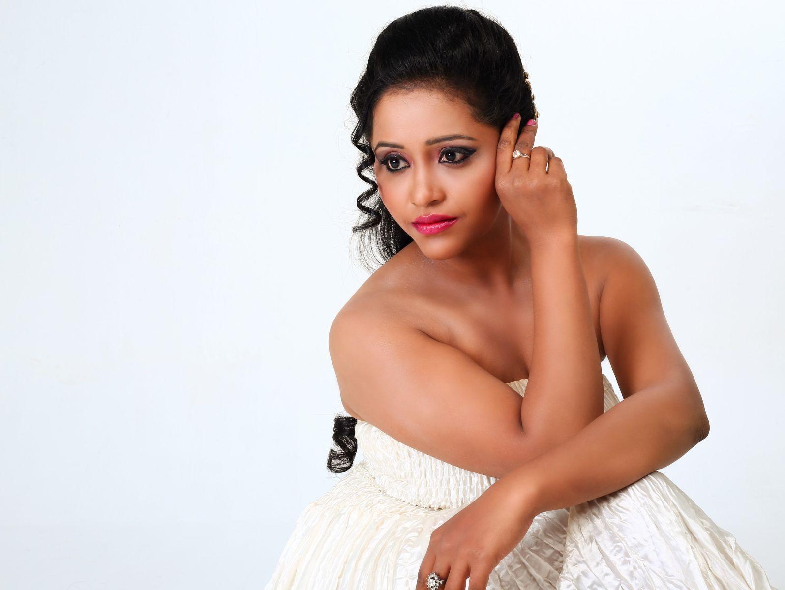 Actress Anusha Nair Pics (5)