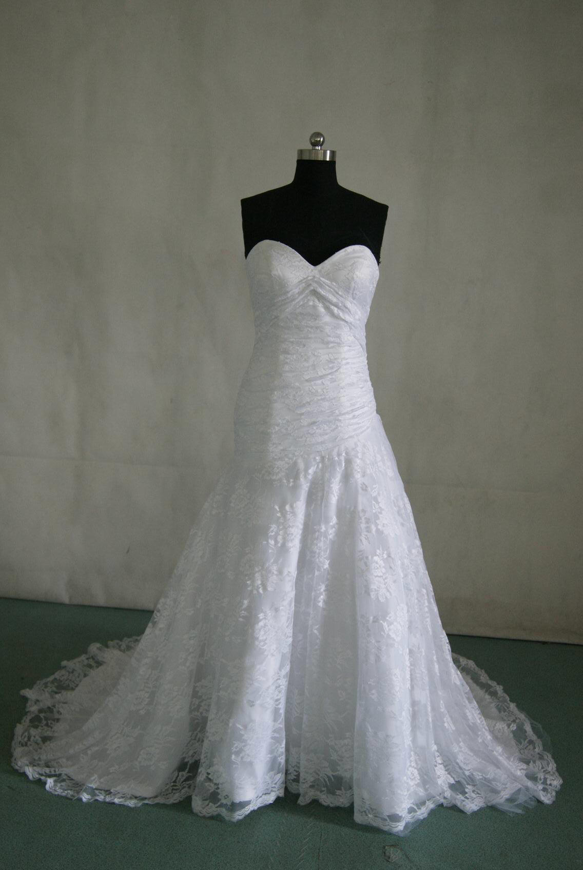 WD floral lace wedding dress White lace wedding gown with strapless sweetheart neckline