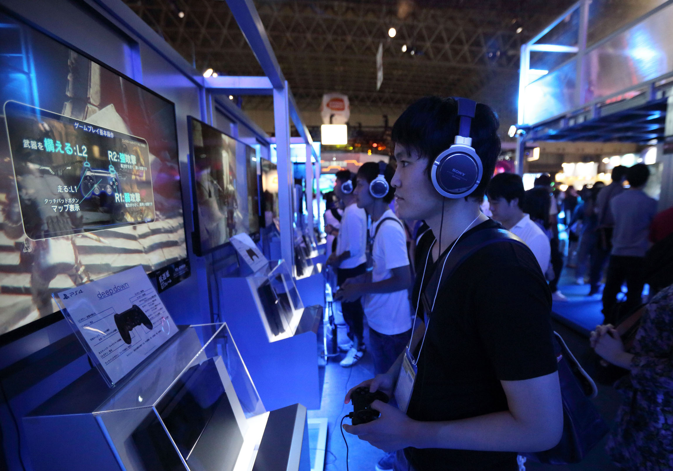 Winsome Game People Try Out Video Game Consoles At Tokyo Game Show Sony Expects Content To Up Sales Japan Times Sony Store Manhattan Nyc Sony Store Nyc Hours dpreview Sony Store Nyc