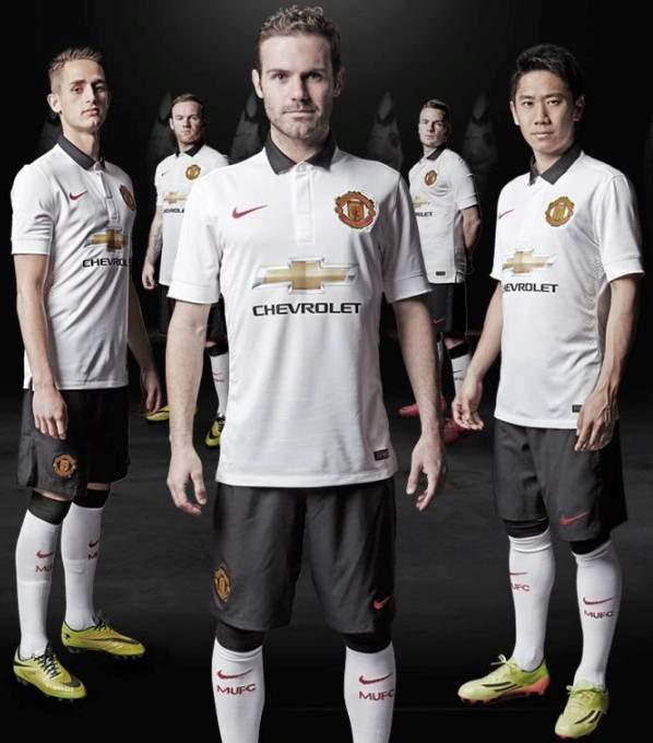 Manchester United 2014/15 beyaz forma tanıtıldı