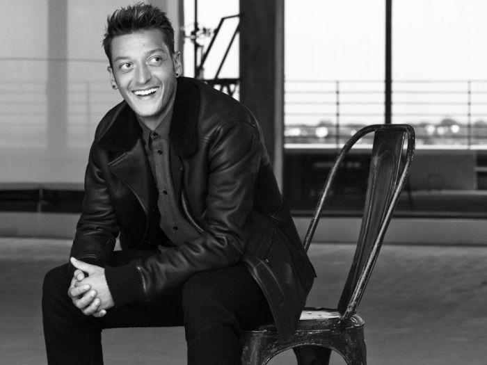 Mesut Özil İngiltere Esquire için modellik yapmış