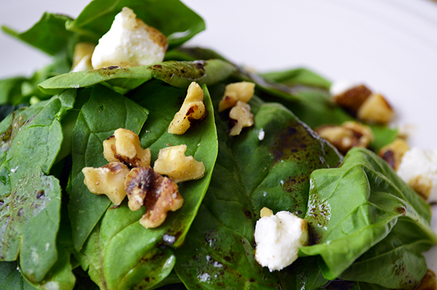 Spinach Salad with Walnuts and Goat Cheese