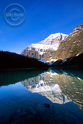 Jasper National Park is stunningly beautiful.