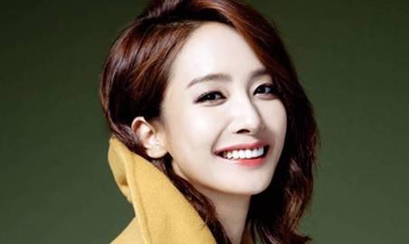 Senyum Indah Park Jung Ah