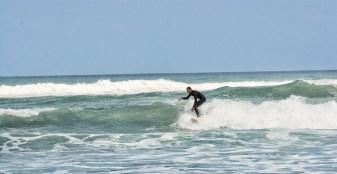 Surfing_Bethells_Beach-New_Zealand_DSC_2336_Small