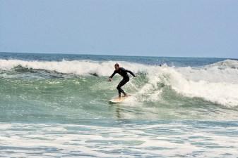 Surfing_Bethells_Beach-New_Zealand_DSC_2365_Small