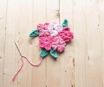 15.easy crochet flower and leaves free pattern