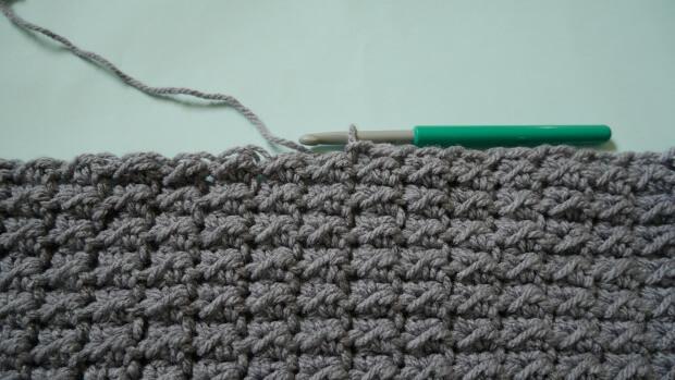 beginner button bluky cowl free crochet pattern