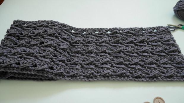 bohemiam crochet cowl with fringe
