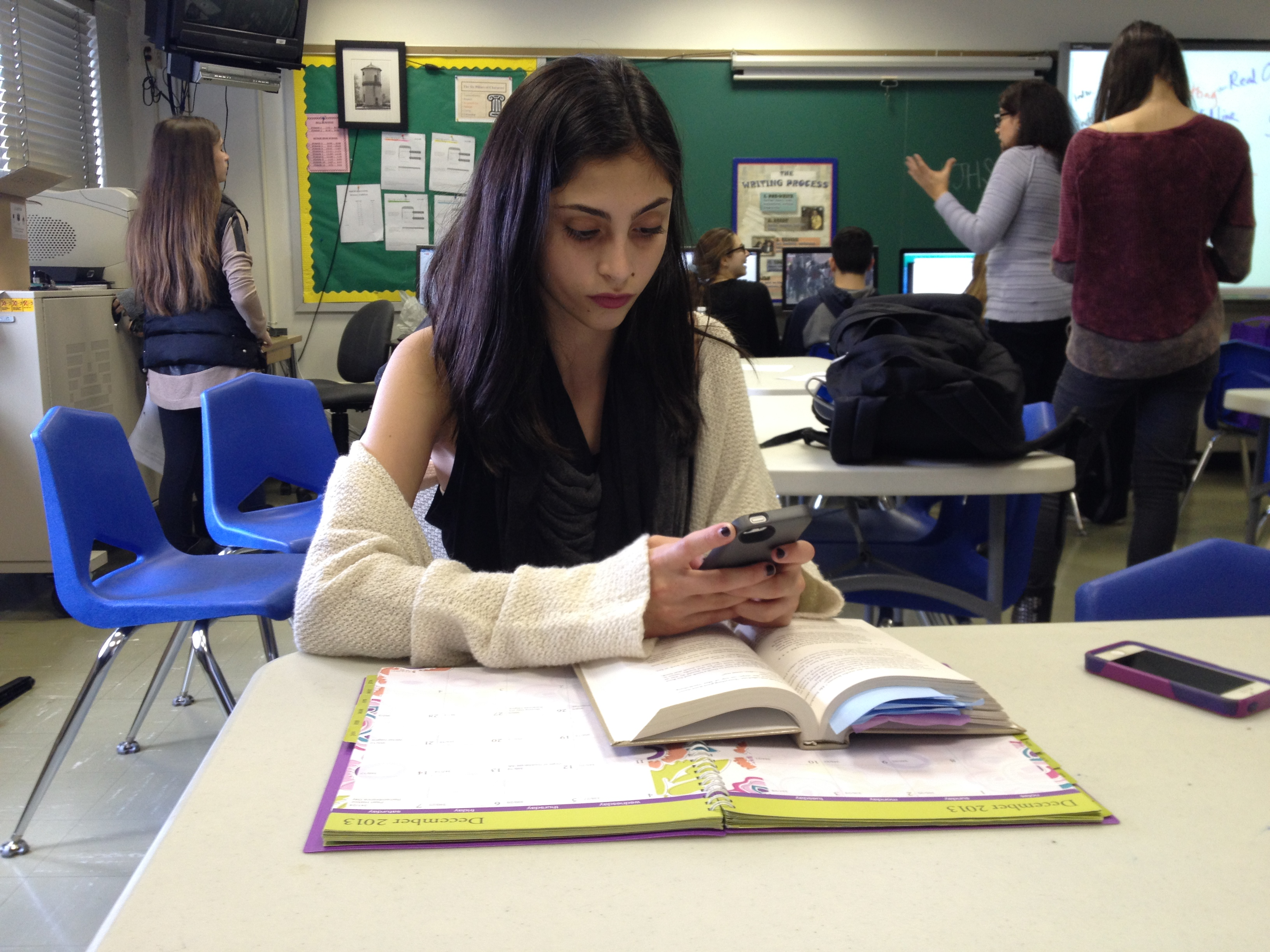 cell phone use in school Sadly, the use of cell phones during instructional time is a pervasive problem that is only growing in intensity—and not just in high school in the past year, i've been inundated with emails from teachers of students as young as sixth grade who are at their wit's end.