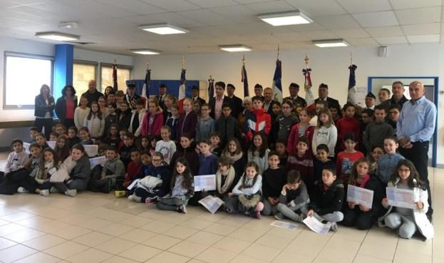 Merci aux écoliers de St Jacques qui ont participé à la cérémonie de commémoration de l'Armistice du 11 novembre 02