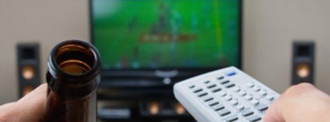 Jeu de soirée Match de Foot : watching, listening, drinking