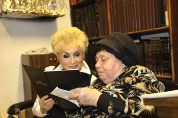 Rebbetzin Jungreis, left, with Rebbetzin Kanievsky.