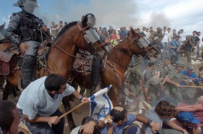 Judea and Samaria Youth preventing the destruction of Mitzpe Yitzhar 2004
