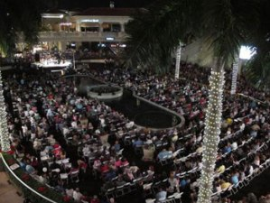 Thousands celebrate Chanukah with South Broward Chabad.