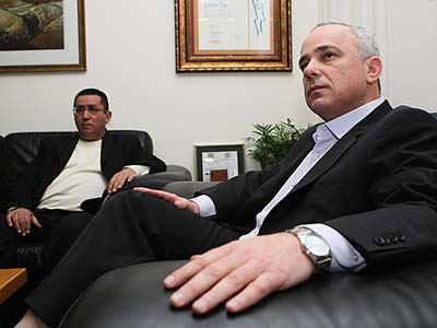 Histadrut Labor Federation chairman Ofer Eini (L) and Finance Minister Yuval Steinitz meet at the Finance Ministry in Jerusalem