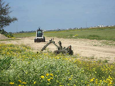 Robot disables explosive device planted by terrorists outside Gaza.