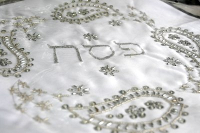 Embroidered matza cover for Pesach