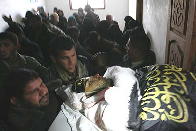 Palestinian mourners carry the body of Shalit's kidnapper, Raafat Abu Eid, member of the Islamic Jihad.